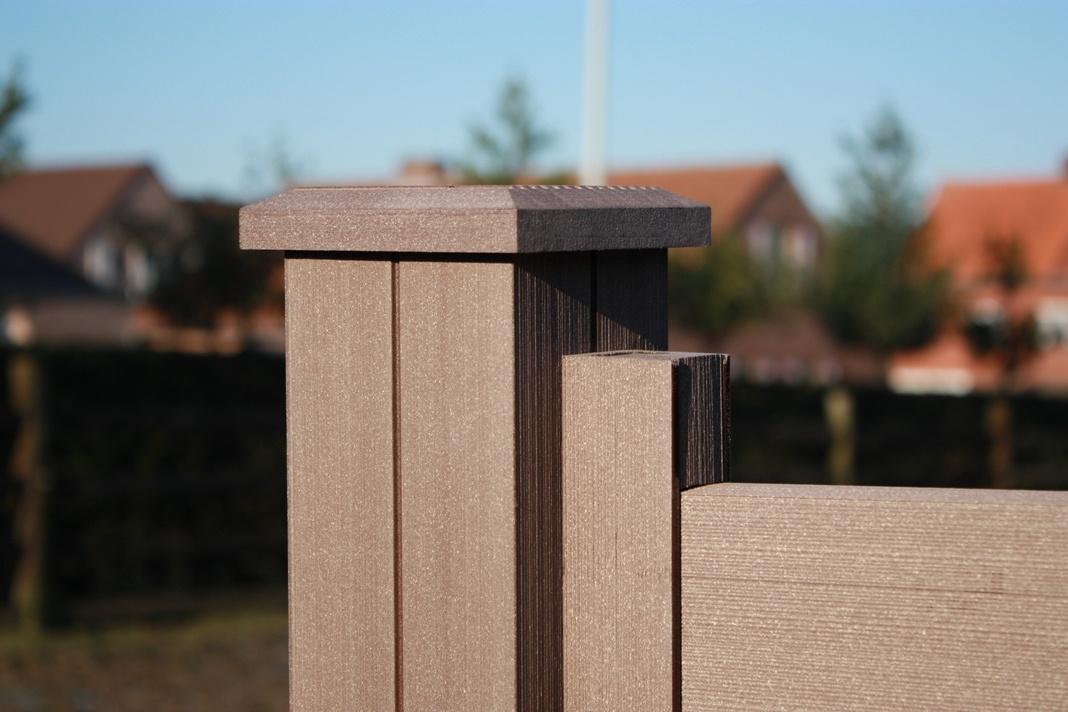 Tropická hnědá (TB) barva dřevoplastového plotu